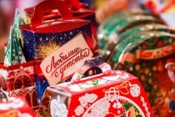 Преимущества сладких новогодних подарков и правила их оформления